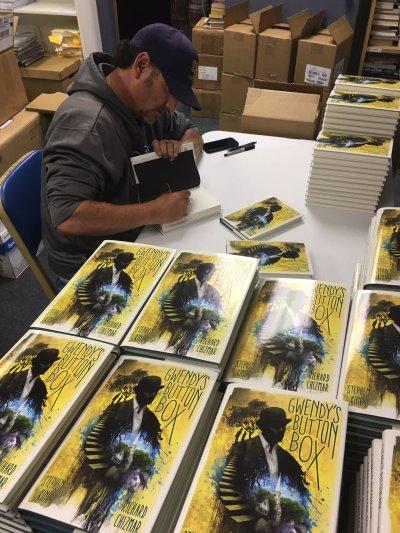 Richard_Chizmar_Signing_Books