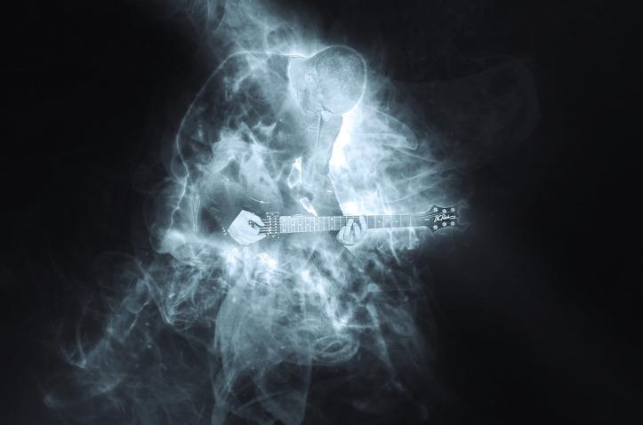 guitarist-1612490_960_720.jpg